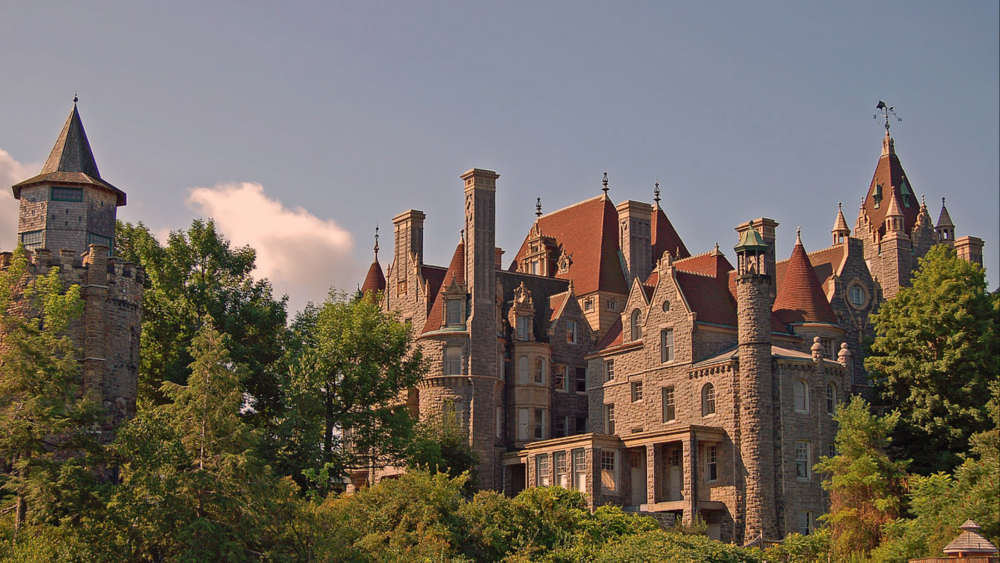 Travel inspiration - fascinating old castles around the world