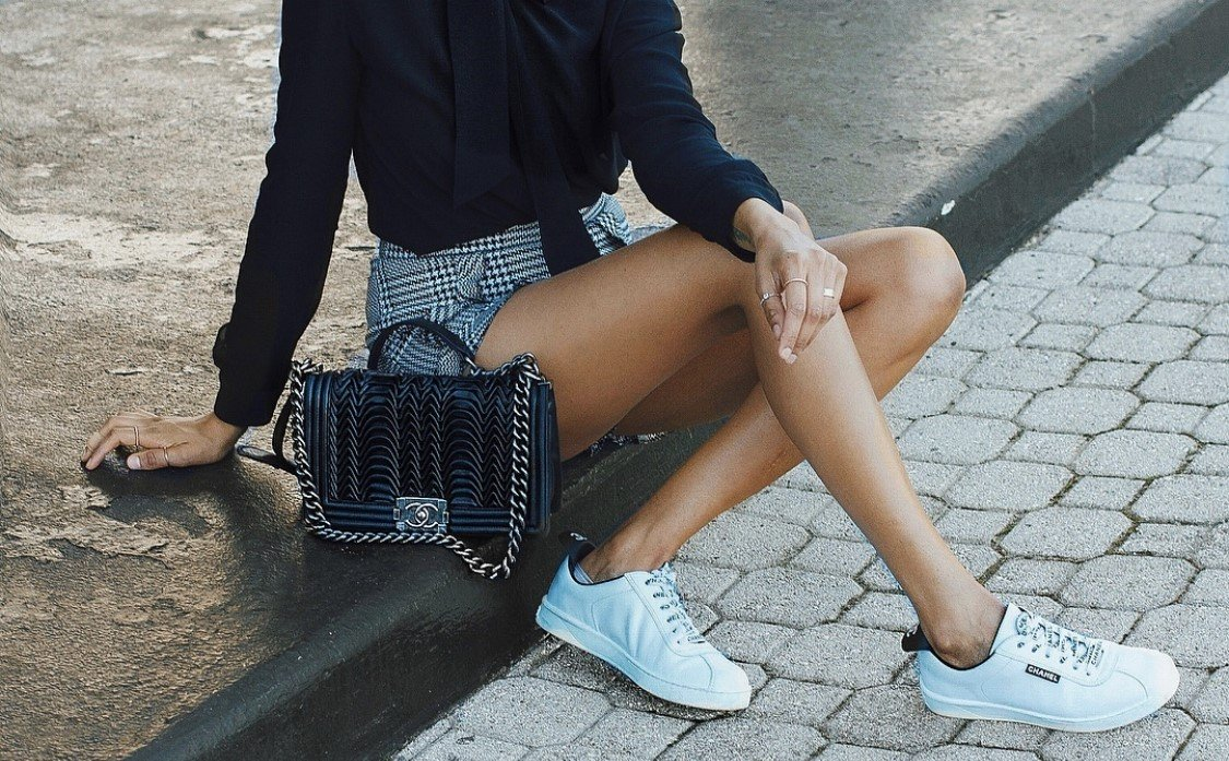 How to wear sneakers with formal? Comfort and elegance simultaneously